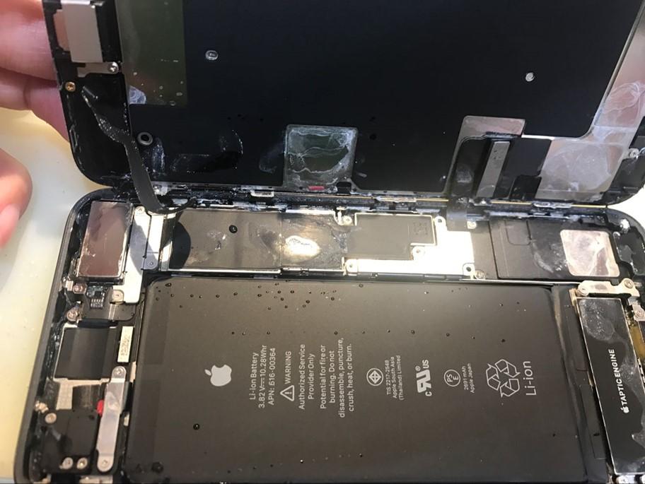 iPhone 8 Plus 进水不开机故障维修案例