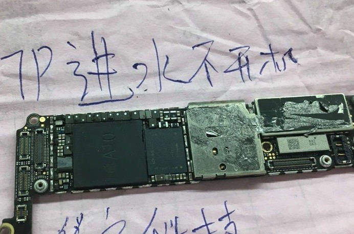 iPhone 7 Plus进水不开机故障维修