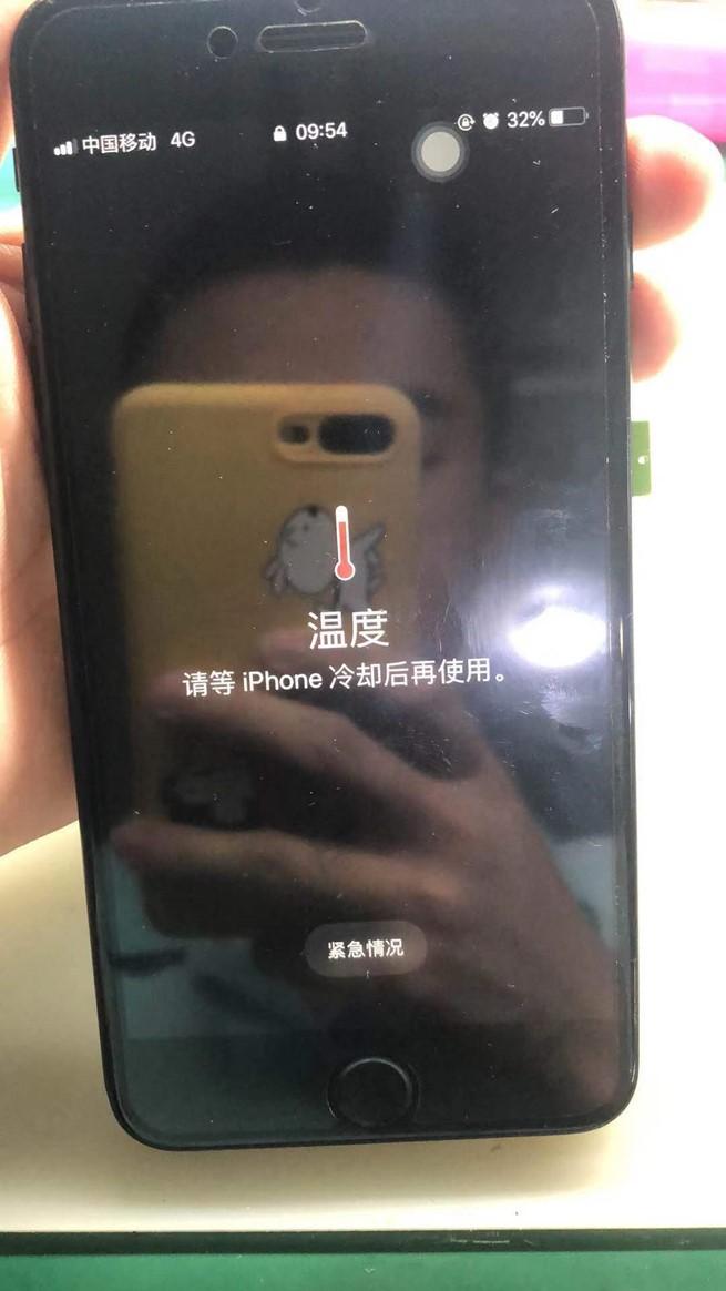 iPhone7 Plus自行换电池后开机提示温度高故障维修