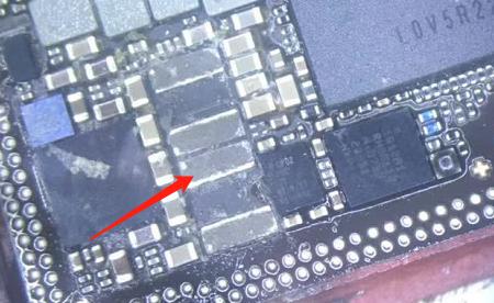 iPhoneX手机显示充电图标但充不进电维修